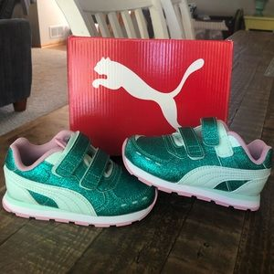 Size 8 (Toddler) Puma Girls Sneakers